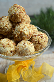 Millet cookies, raw gingerbread-cheesecake balls